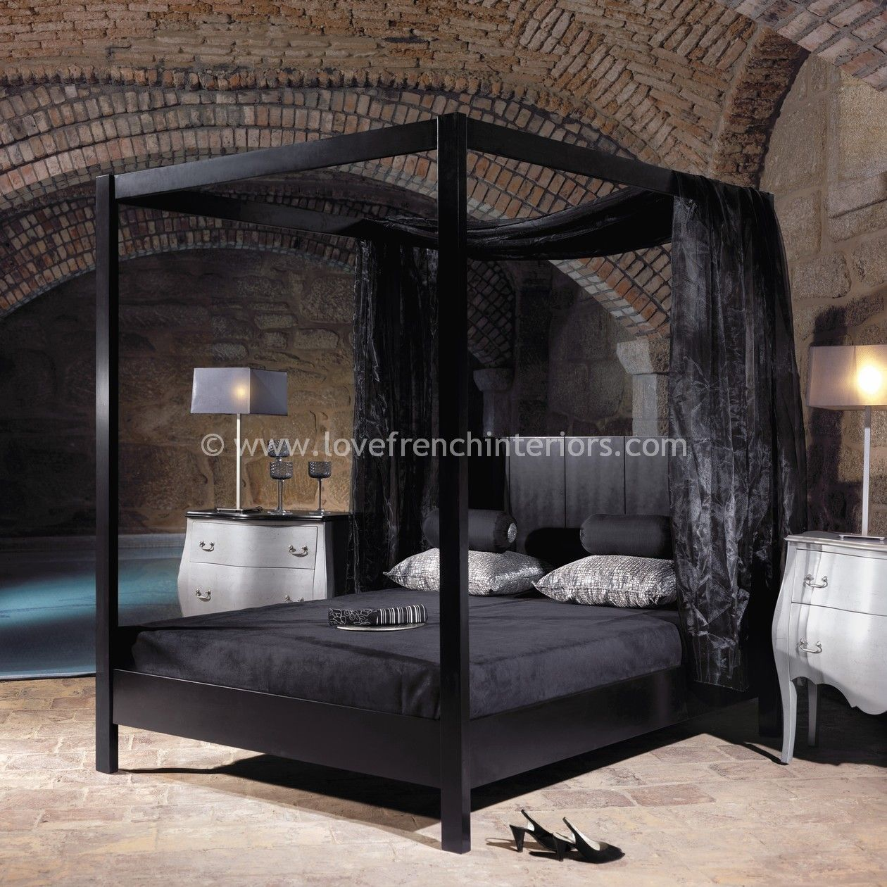 Four Poster Bed In Satin Black